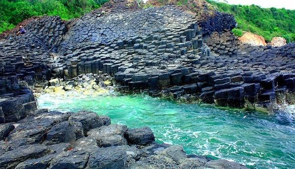 Cùng với Ireland, Tây Ban Nha, Scotland và Hàn Quốc Ghềnh Đá Dĩa tại Phú Yên – Việt Nam được xem là một trong những hiện tượng thiên nhiên kỳ thú nhất (Ảnh ST)
