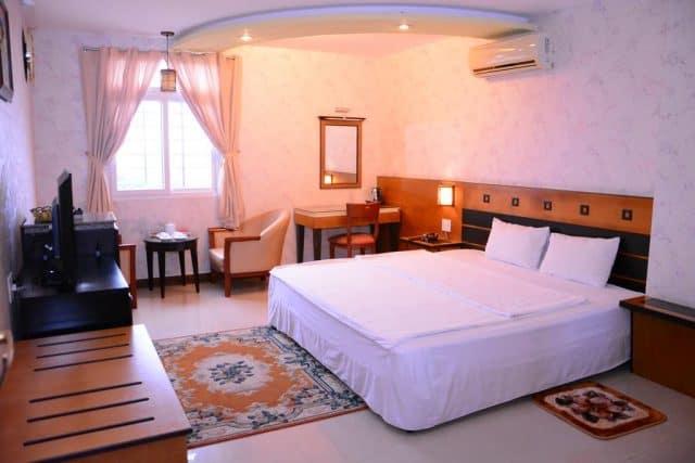 Phòng khách sạn ngăn nắp, gọn gàng, sạch sẽ, đầy đủ tiện nghi (Ảnh ST)
