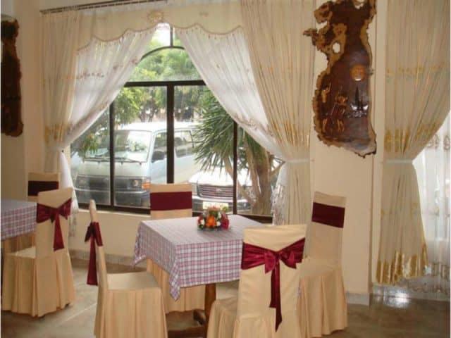 Nhà hàng sang trọng phục vụ các món ăn địa phương và quốc tế (Ảnh ST)