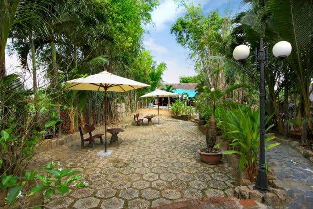 Khuôn viên của khách sạn Hội An Lilac (Ảnh ST)