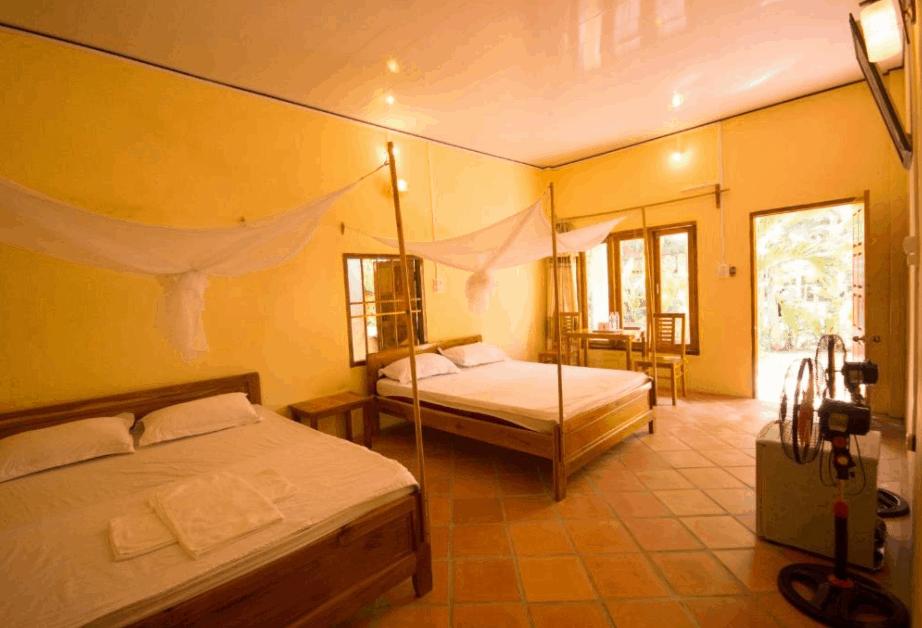 Không gian phòng nghỉ 2 giường tại khách sạn Việt Thanh
