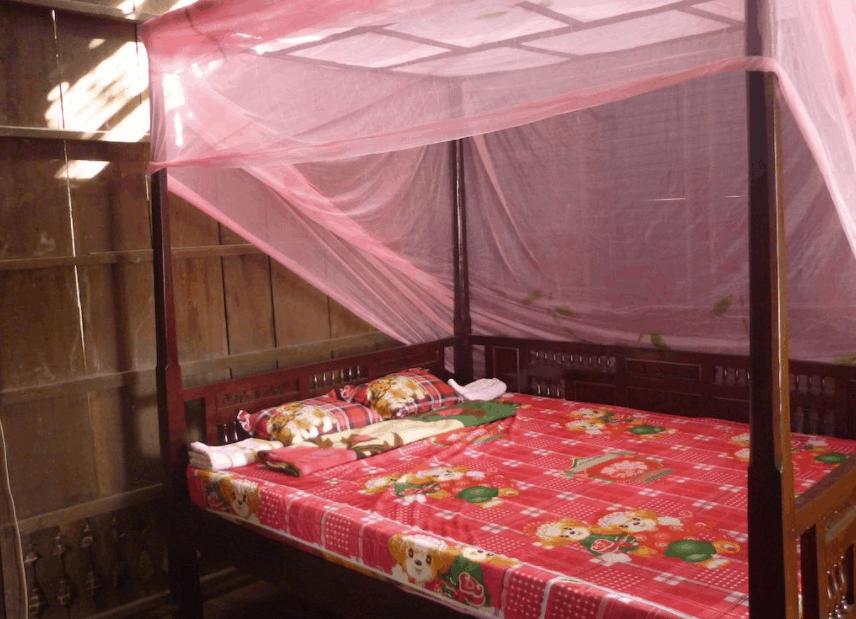 Không gian phòng nghỉ đơn sơ tại khách sạn Nhơn Thành