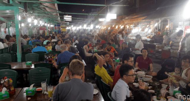Không khí náo nhiệt tại chợ đêm Bạch Đằng
