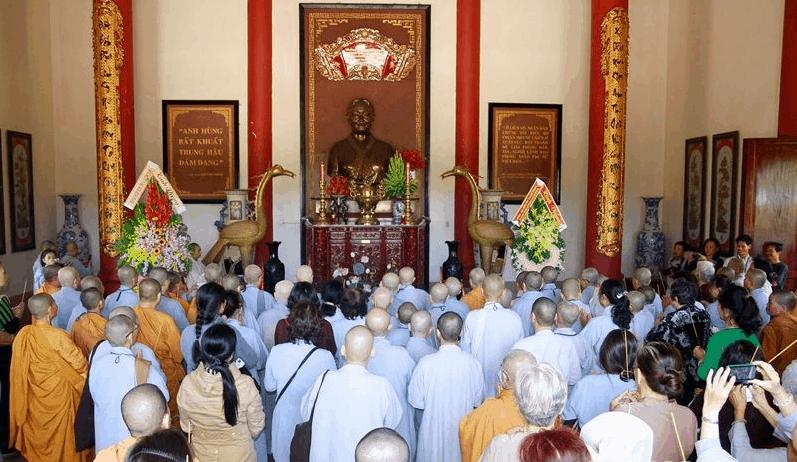 Lễ dâng hương anh hùng Nguyễn Thị Định tại chàu Bạch Vân