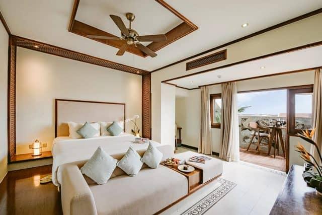 Phòng ngủ thiết kế tao nhã tạo không gian nghỉ ngơi thoải mái với đầy đủ tiện nghi (Ảnh ST)