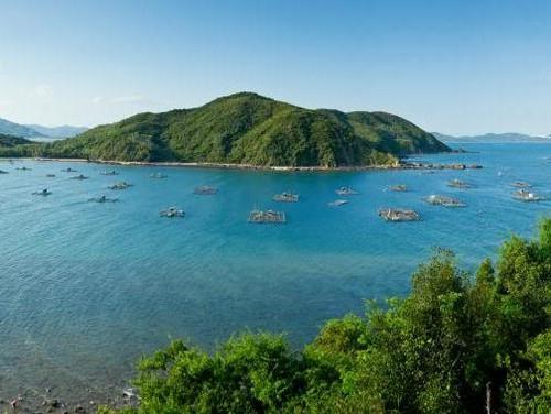Toàn cảnh đảo Nhất Tự Sơn nhìn từ trên cao (Ảnh ST)