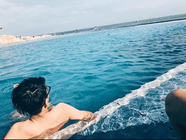 Nước trong hồ trong xanh như nước biển