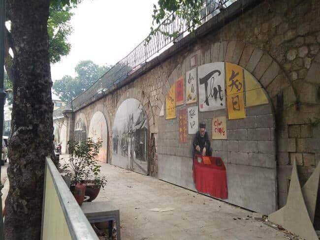Hình ảnh ông đồ trên phố bích họa Phùng Hưng