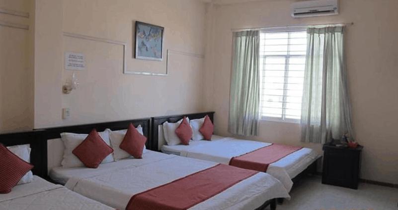 Phòng nghỉ 3 giường tại khách sạn SaiGon-PT