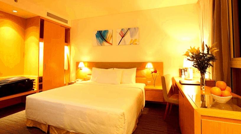 Phòng nghỉ khách sạn Liberty Central có không gian ấm cúng