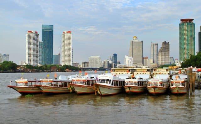 Thuyền công cộng rất nhiều trên sông (Ảnh ST)