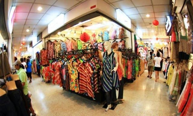 Ở đây chủ yếu bán các loại đồ thời trang (ẢNH ST)