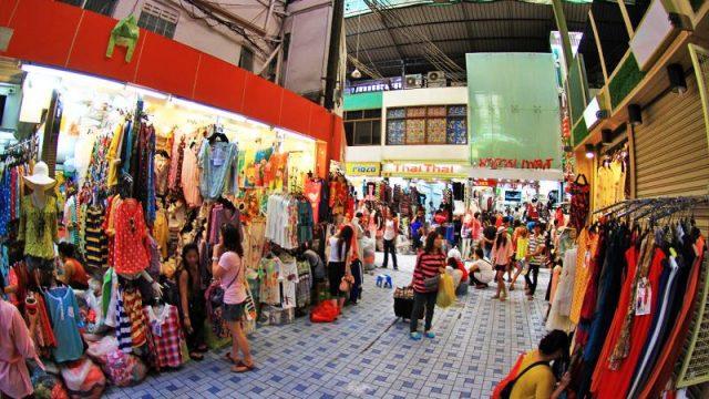 Nếu bạn mua số lượng lớn thì hãy đến chợ Pratunam nhé (ẢNH ST)