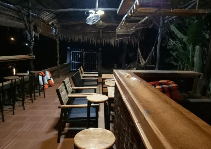 Quán bar ngoài trời tại khách sạn Ben Tre Farm Stay