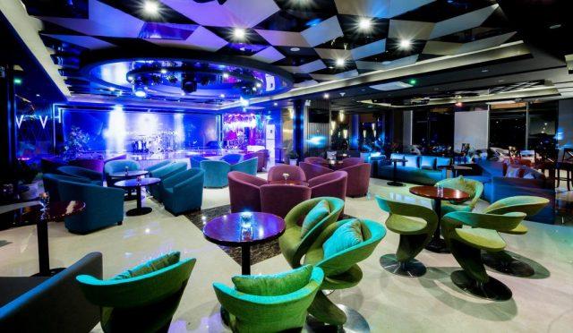 Quầy bar cực đẹp phục vụ du khách đến thưởng thức đồ uống, nghỉ ngơi thư giãn (Ảnh ST)