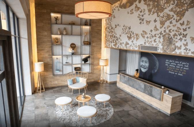 Sảnh khách sạn Fusion Suites Saigon