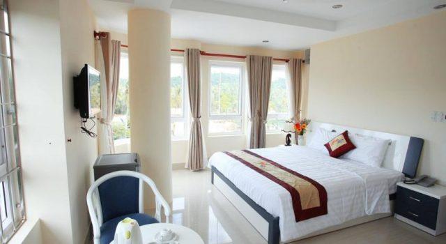 Phòng ngủ khách sạn Sun & Sea (Ảnh ST)
