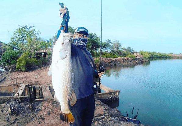 Tham gia hoạt động câu cá tại Bình Đại