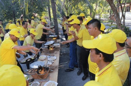 Hoạt động nướng bánh tại Khu du lịch Phú An Khang