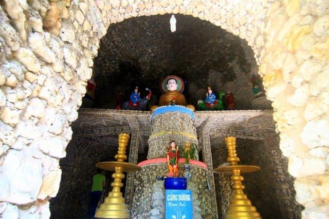 Ở tầng 2 của tháp dành để thờ Phật (Ảnh ST)