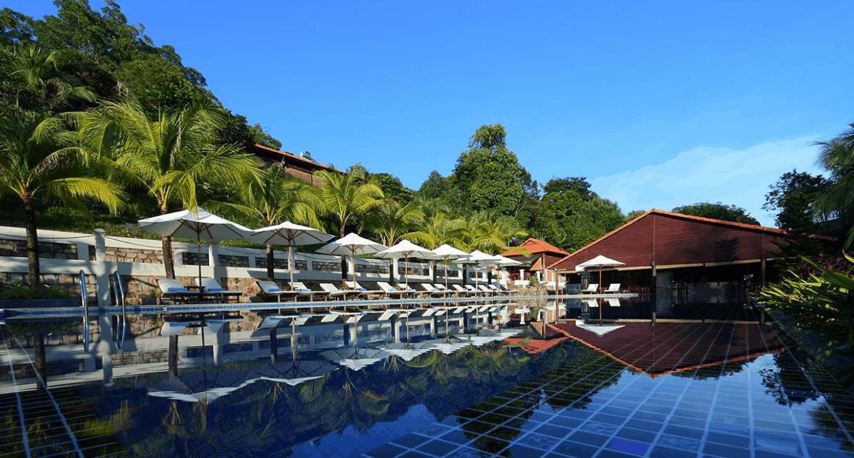 Thư giãn không khí trong lành tại hồ bơi Sea Sense Resort