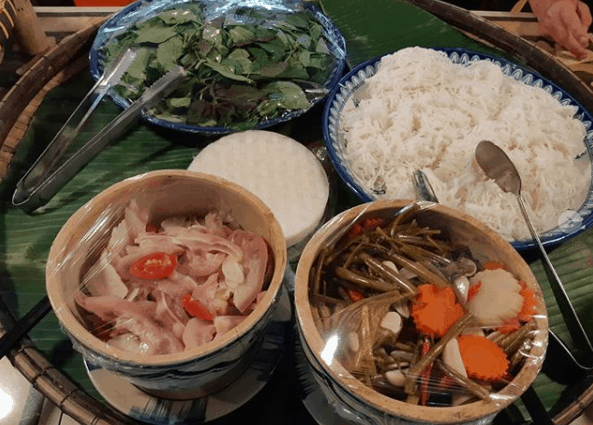 Thưởng thức đặc sản dân dã tại làng tre Việt