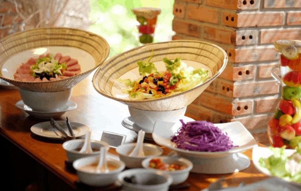 Thưởng thức những món ăn ngon tại nhà hàng Cottage Village