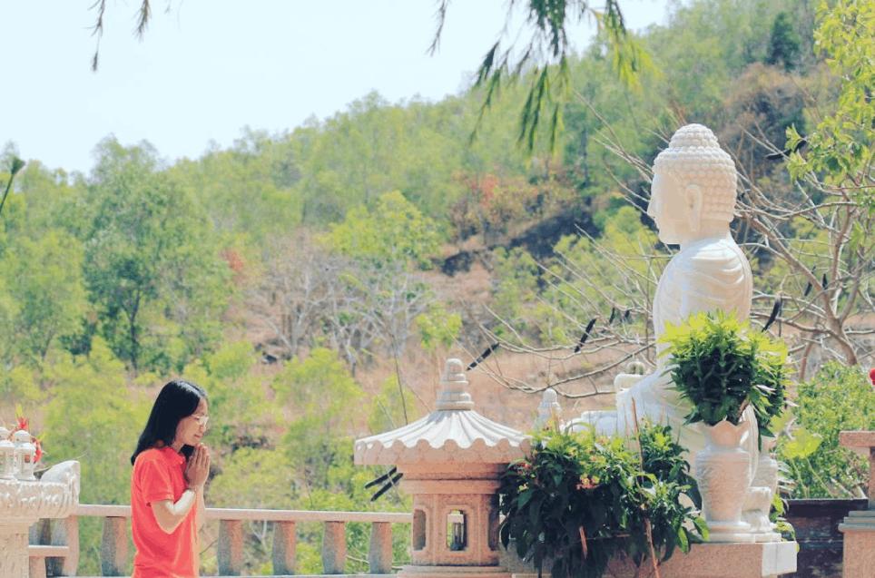 Tới chùa Quan Âm Các giải toả mọi muộn phiền