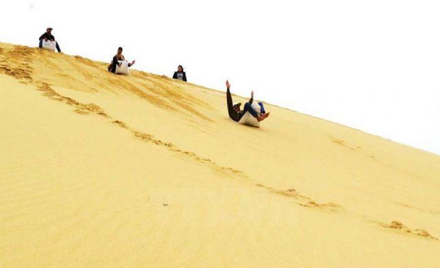 Chơi trượt cát siêu thú vị với tốc độ cực nhanh (Ảnh ST)