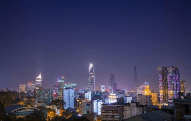 Ngắm nhìn thành phố Sài Gòn từ Fusion Suites Saigon