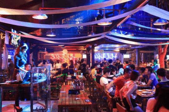 Uống thỏa thích tại Beer Club Phú Quốc