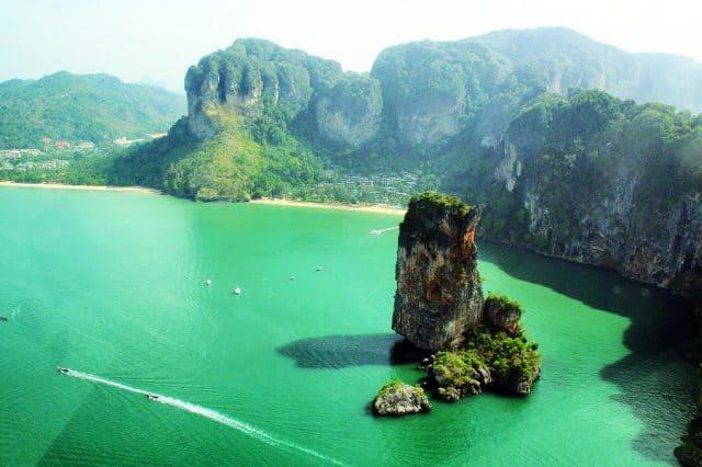 Du lịch Phuket đến với vịnh Phang Nga (Ảnh ST)