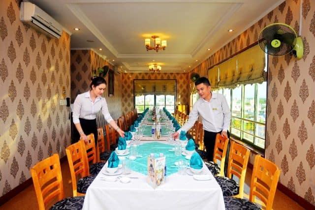 Nhà hàng được tích hợp ngay trong khách sạn (Ảnh ST)