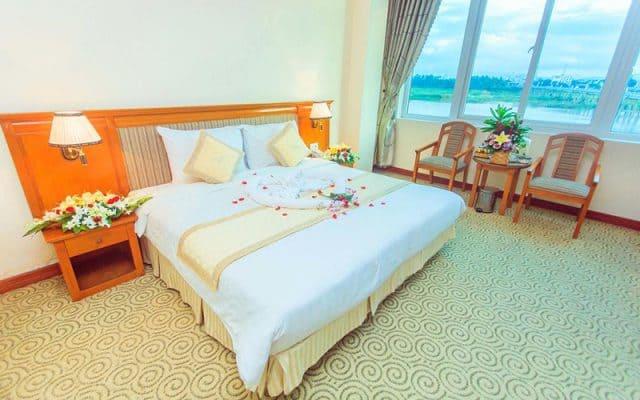 Khách sạn Quảng Ngãi này có các phòng nghỉ rất đẹp (Ảnh ST)