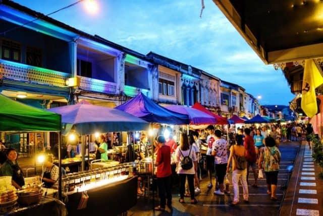 Những khu phố đêm đông vui nhộn nhịp (Ảnh ST)
