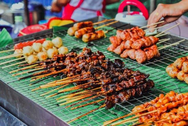Những món ăn đường phố hấp dẫn mà bạn không nên bỏ qua (Ảnh ST)