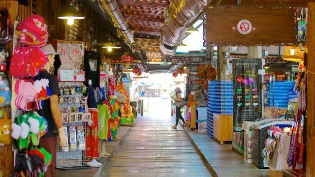 Các gian hàng bán rất nhiều sản phẩm đa dạng (Ảnh ST)