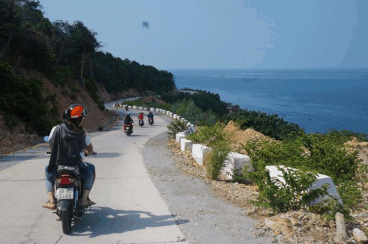 Chinh phục cung đường ven biển