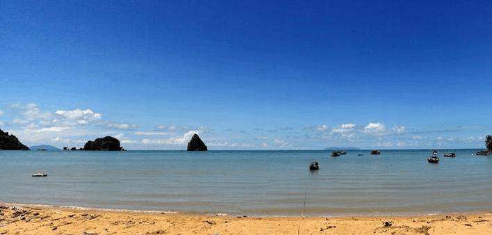 Biển Mũi Nai Hà Tiên ngày đẹp trời