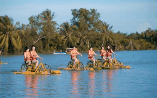 Tre Việt có các dịch vụ chuyên nghiệp từ vui chơi, giải trí đến ẩm thực, âm nhạc.