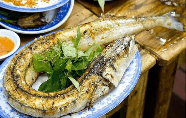 Cá xương xanh nướng chuối bẹ thơm ngon