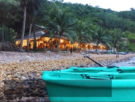 Để đến bãi Sỏi, từ đảo Nam Du, bạn có thể thuê tàu đi chơi đảo