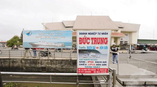 Tàu gỗ Đức Trung ra đảo Hòn Sơn