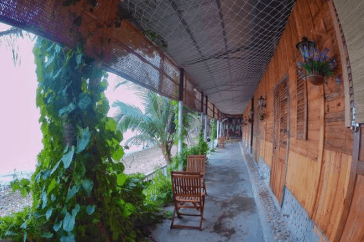 Bãi Sỏi Beach được xây dựng bằng các vật liệu bền vững như gỗ - tre - lá