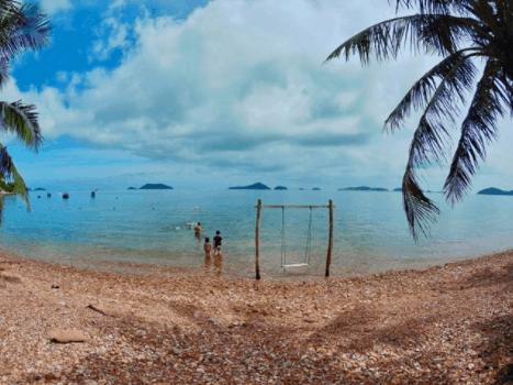 Bãi Sỏi Beach cách xa sự ồn ào của khu dân cư đem lại sự riêng tư và thoải mái nhất