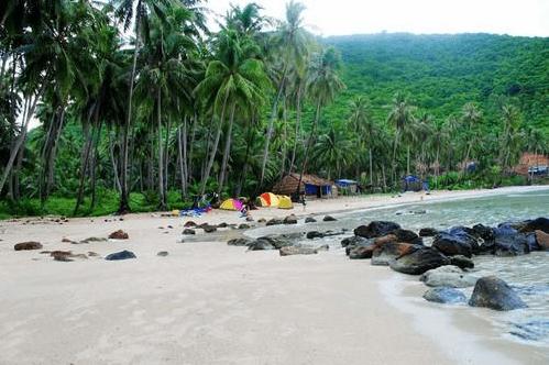 Cắm trại sát bờ biển