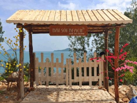 Bãi Sỏi Beach là khu nghỉ dưỡng và nhà hàng bãi biển tại đảo Nam Du