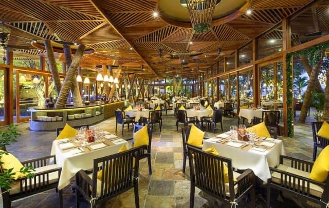 Không gian nhà hàng sang trọng nhưng cũng không kém phần lãng mạn (Ảnh ST)