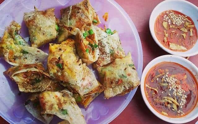 Bánh tráng kẹp - món ăn hấp dẫn trong chuyến du lịch Đà Nẵng tự túc của bạn (Ảnh ST)