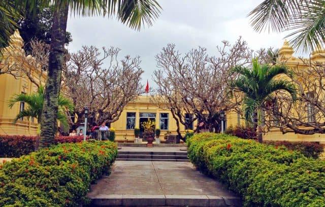 Khuôn viên Bảo tàng Nghệ thuật Chăm Pa (Ảnh ST)